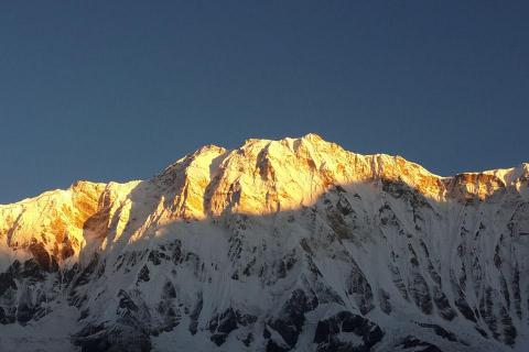 When is the best time to hike to the Annapurna region?